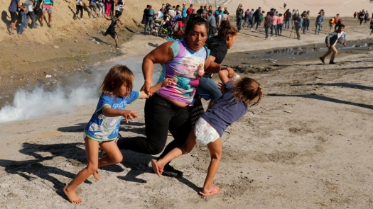 06-Family-fleeing-tear-gas-at-US-Mexican-boarder-in-Tijuana-Kim-Kyung-Hoon-Reuters-2018